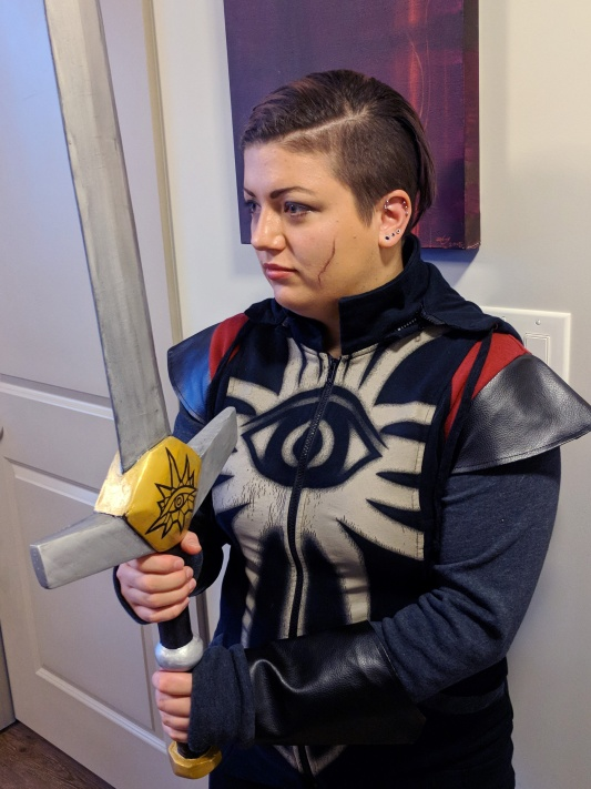 Veronica in Cassandra (Dragon Age) cosplay with sword